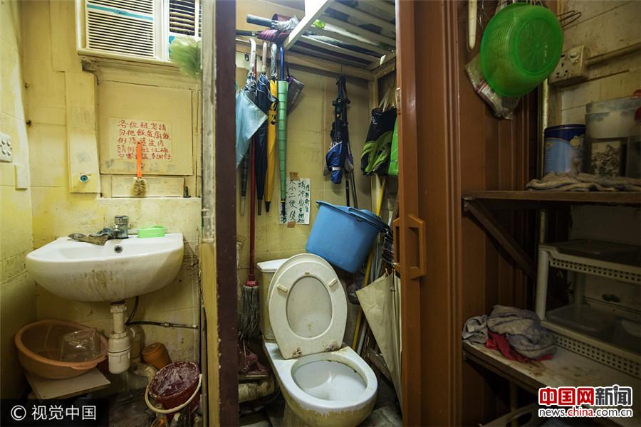 """大香港的小蜗居:实拍17万香港租客的""""棺材房""""(  / 4 )"""
