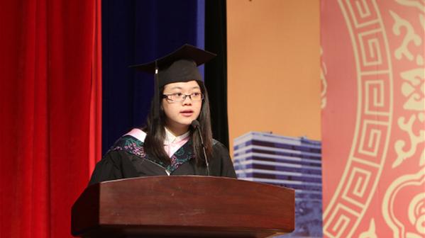 从先天失聪到赴美深造 华东理工女生毕业典礼上收获最长掌声