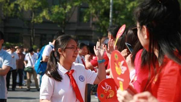"""2017上海中考上午开考 7.4万名考生阐述对""""一颗种子""""的感悟"""