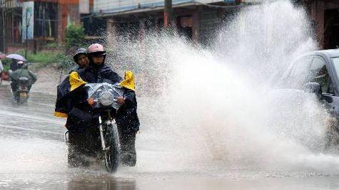 上海昨晚两处水位超警戒 今夜将现强降水 确保防汛措施到位