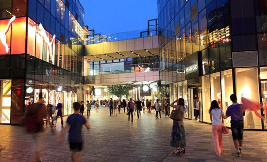"""从""""乍暖还寒""""到""""春意盎然"""" 上海一至五月商业消费市场明显回暖"""