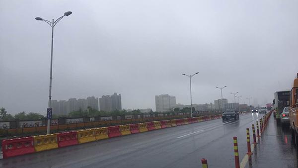 申城入梅首场强降水:奉贤拉黄色预警 浦东现一积水点