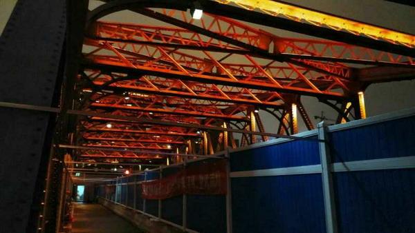 """昨晚整桥景观灯亮起 """"疗伤""""19天后外白渡桥基本""""康复"""""""