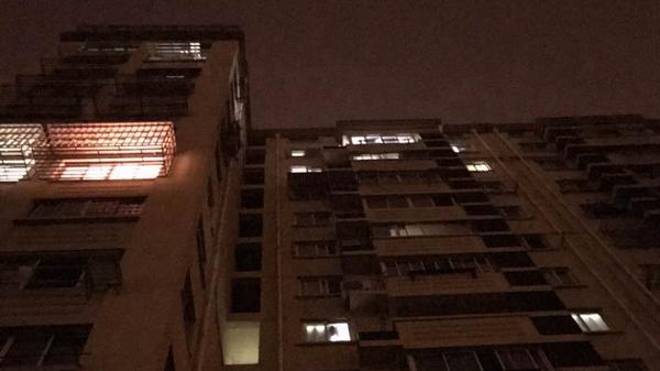 上海浦东一4岁女童从12楼高坠 多脏器受伤未脱离生命危险