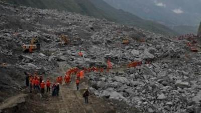 茂县山体垮塌第二天:坍塌的房屋在哪 救援就在哪