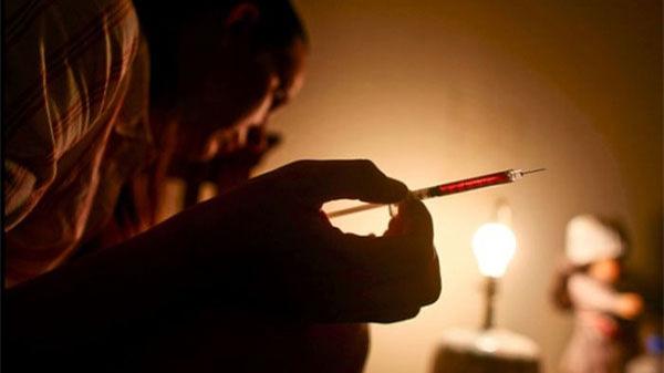 男同微信相约酒店吸毒 一人意外死亡家属索赔80万