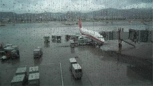 短时强降雨致浦东机场 12架次航班备降虹桥或外场