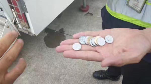 上海浦东机场南航一航班延误 疑似乘客扔硬币进发动机