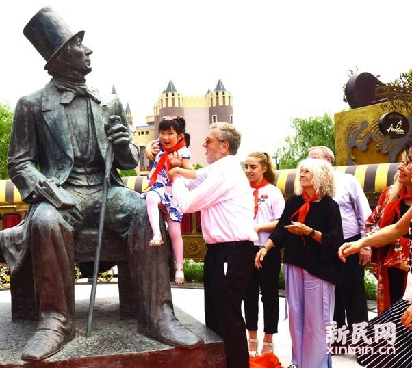 上海安徒生童话乐园今开园:海的女儿、丑小鸭和锡兵齐聚一堂
