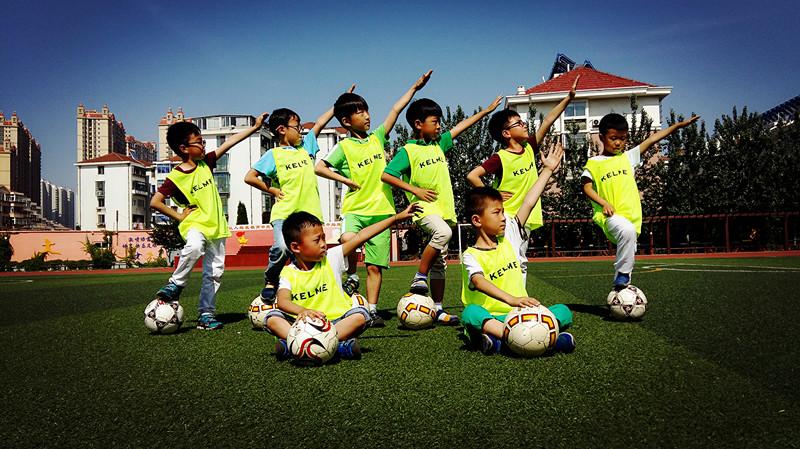 祥发小学一年级的小小足球队成立啦!