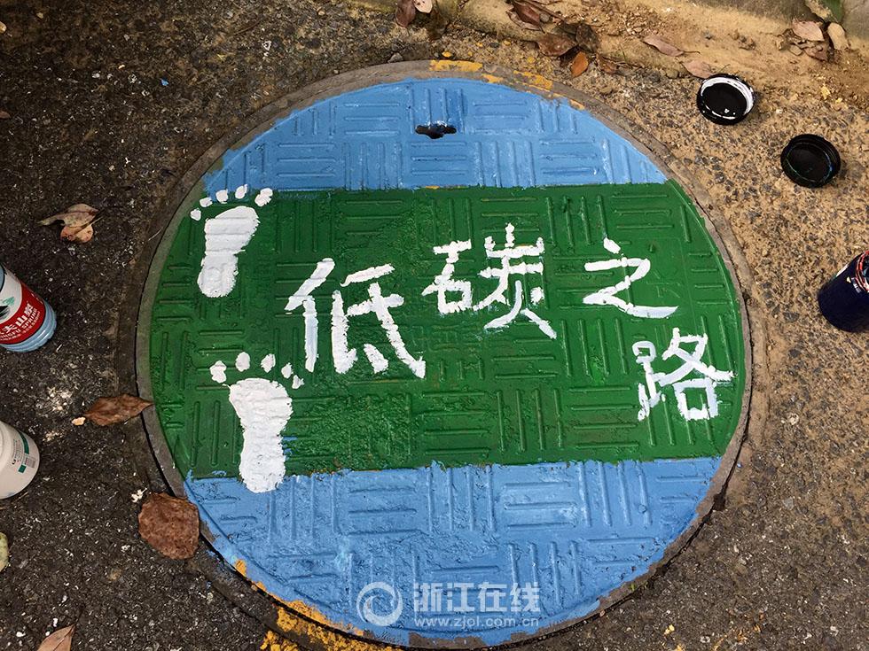 承载志愿者助力环保热情的小小井盖,在社区中悄然传递着环保意识,绿色
