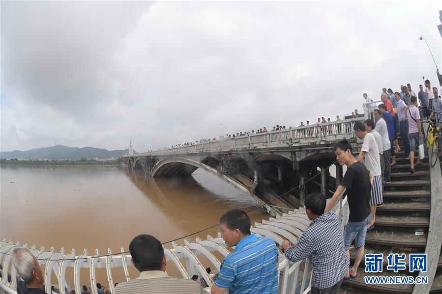 湖南发洪水红色预警 湘江干流全线水位逼进历