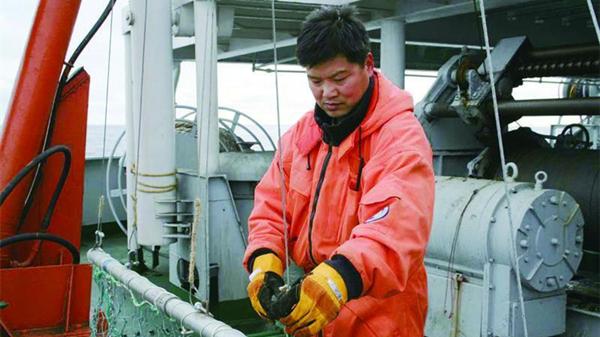东海水产研究所科学家黄洪亮主持南极科考探捕磷虾