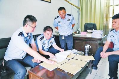 郸城县公安民警分析研判案情