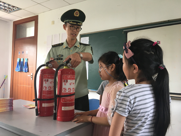 消防员走进暑托班 自我保护早学会