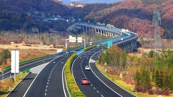 全国高速公路通车里程达13.1万公里 位居世界第一