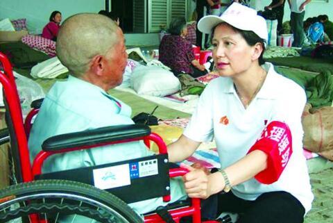 上海市白玉兰开心家园家庭服务社社长赵红娣的故事