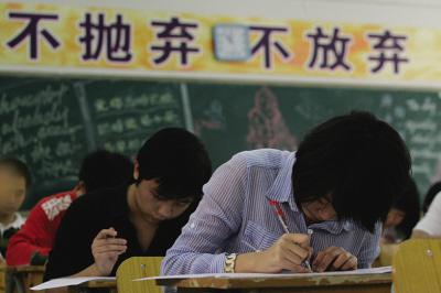 """上海各区昨公布普通高中投档线  """"分数看跌""""刷题博高分失效?"""