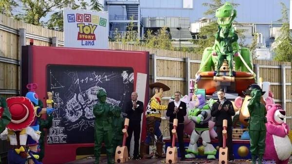 """上海迪士尼乐园的""""玩具总动园""""园区将于2018年开幕"""