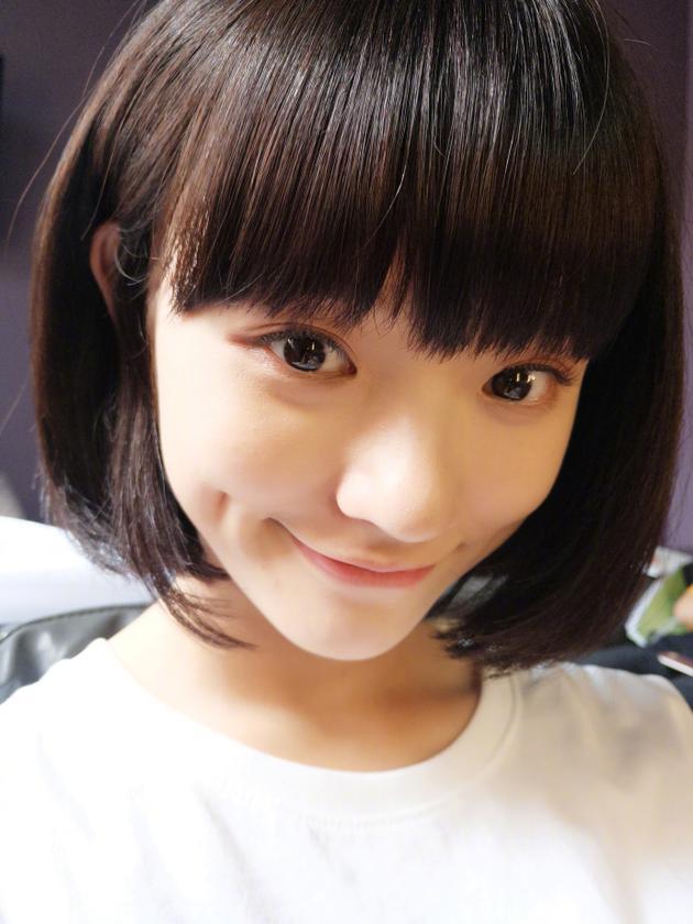 撞脸倪妮?林允剪短发清爽可爱 大眼睛齐刘海似学生妹