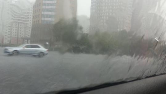 要下雨了!上海发布雷电黄色预警信号!