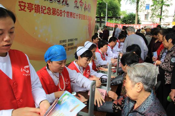 酷暑天 安亭村又来了医疗志愿队!
