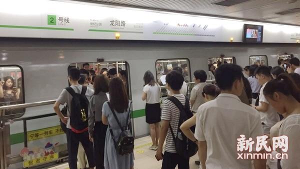 """地铁回应""""车厢内为何如此闷热"""":列车停隧道区间时新风减少"""