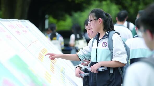 上海公布本科普通批次投档线 高校整体位序没有改变