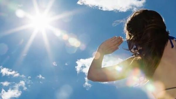 申城高温持续致深度中暑频现 医生:避免暴露烈日下