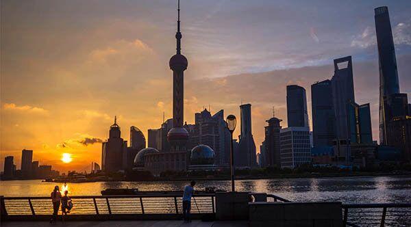 若发布高温红色预警,会放假吗?上海盛夏平均气温正逐渐上升