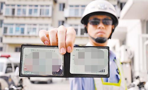 两次酒驾被吊销驾照 奉贤一司机无证驾车上路被罚款拘留
