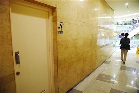 上海龙之梦母婴室随时锁门且无空调 进去5分钟热出汗