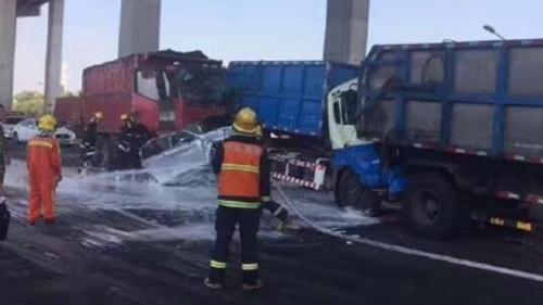 沪闵浦大桥8车相撞致3人受伤 交通严重拥堵
