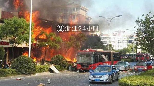 杭州一店铺上午燃爆致2死多伤 上海医疗专家组紧急驰援