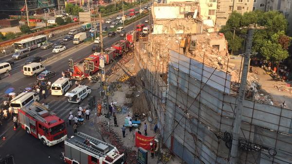 突发:上海曹安公路华江路附近一楼房倒塌 现场正在搜救