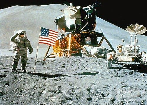 沾有月球尘埃袋子拍出180万美元 曾被人以995美元购得