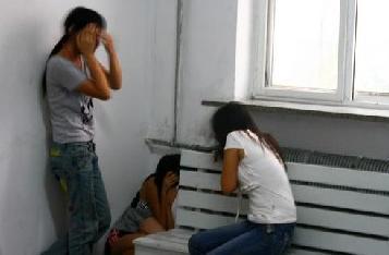 """两高:引诱三人以上未成年人卖淫应当认定为""""情节严重"""""""