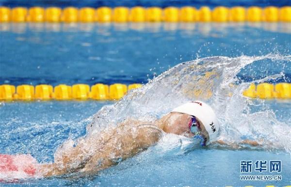 孙杨在400米自由泳决赛中击败霍顿 实现三连冠