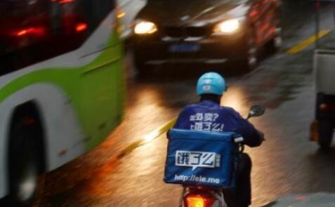 沪外卖企业响应骑行倡议 饿了么:举报骑手交通违法可得10元红包