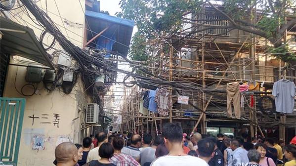 黄浦区一老式居民楼发生火灾 无人员伤亡