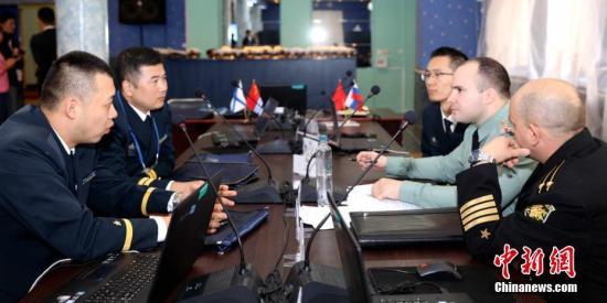 """中俄""""海上联合—2017""""士兵开展损管比赛和交流活动"""