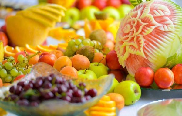 """今夏上海人有口福:地产与出口水果同质 高温为果品""""加糖"""""""