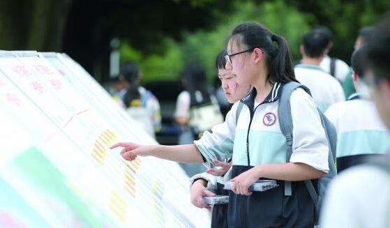 沪本科第二次征求志愿开始 控制分数线为387分