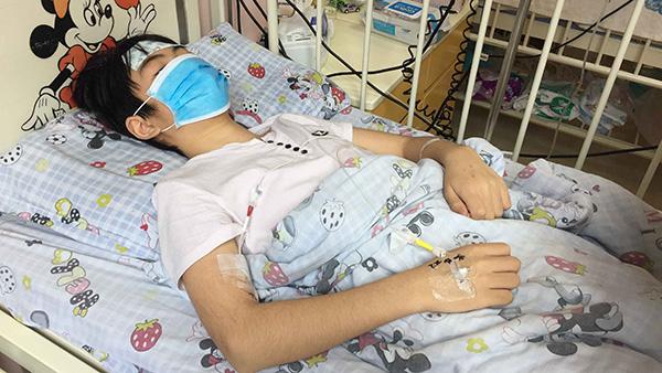 13岁男孩身患再生障碍性贫血 妈妈不愿因治疗费放弃骨髓移植机会