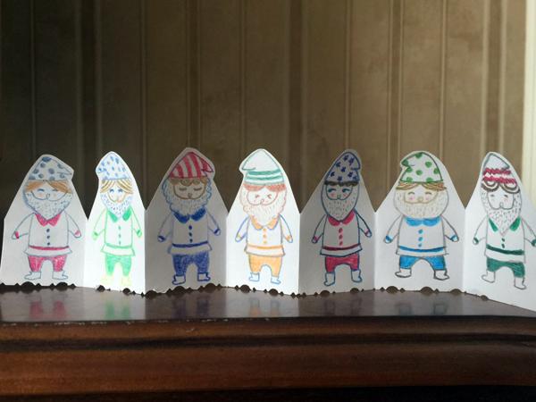还要求家长和孩子diy手工作品开学后展示,如用树叶作画,在鸡蛋壳上