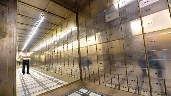 急寻!上海一老大楼里50多个小金柜无人认领!
