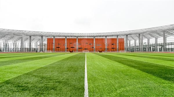 上海首个屋顶标准足球场即将开放 新静安体育中心9月投入使用
