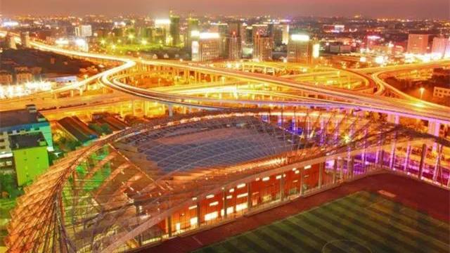 静安新地标!上海首座屋顶体育场9月开放!