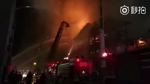 中石油大连石化公司火灾 现场明火已扑灭暂无人员伤亡