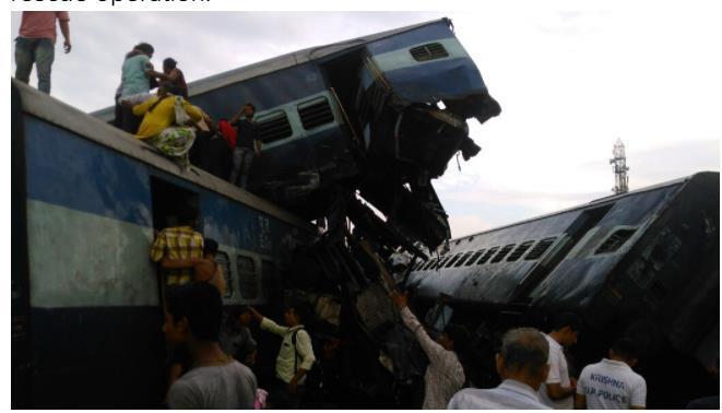 印度北方邦一列火车6节车厢脱轨 已致10人死亡